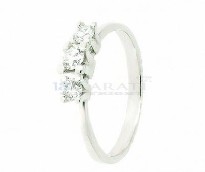Anello-a-tre-diamanti-0.5ct